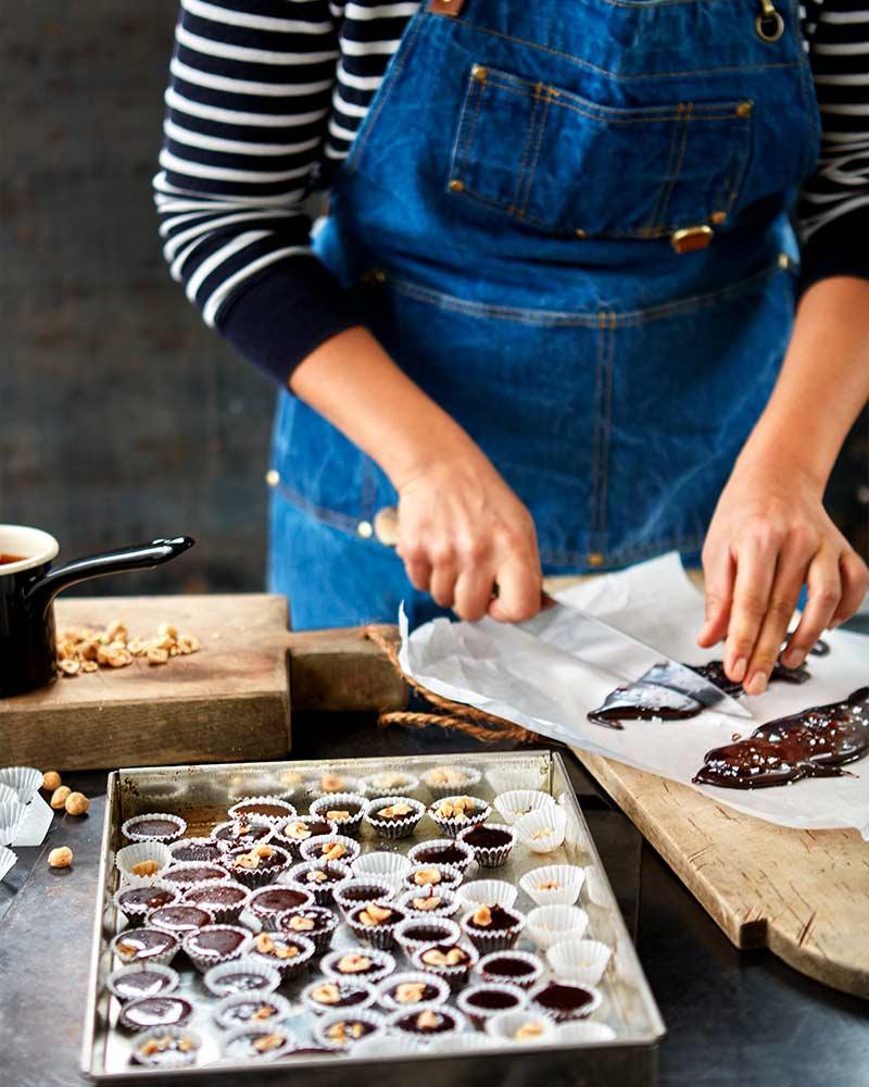 chokladknck-med-flingsalt-och-hasselntter