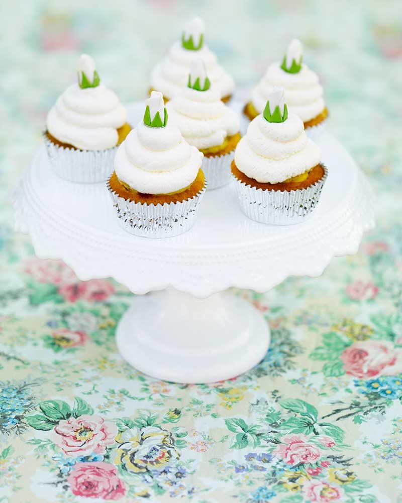 white-princess-cupcakes