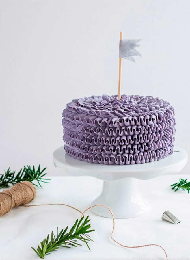 Tårta spritsad med rak kronbladstyll från Heirol